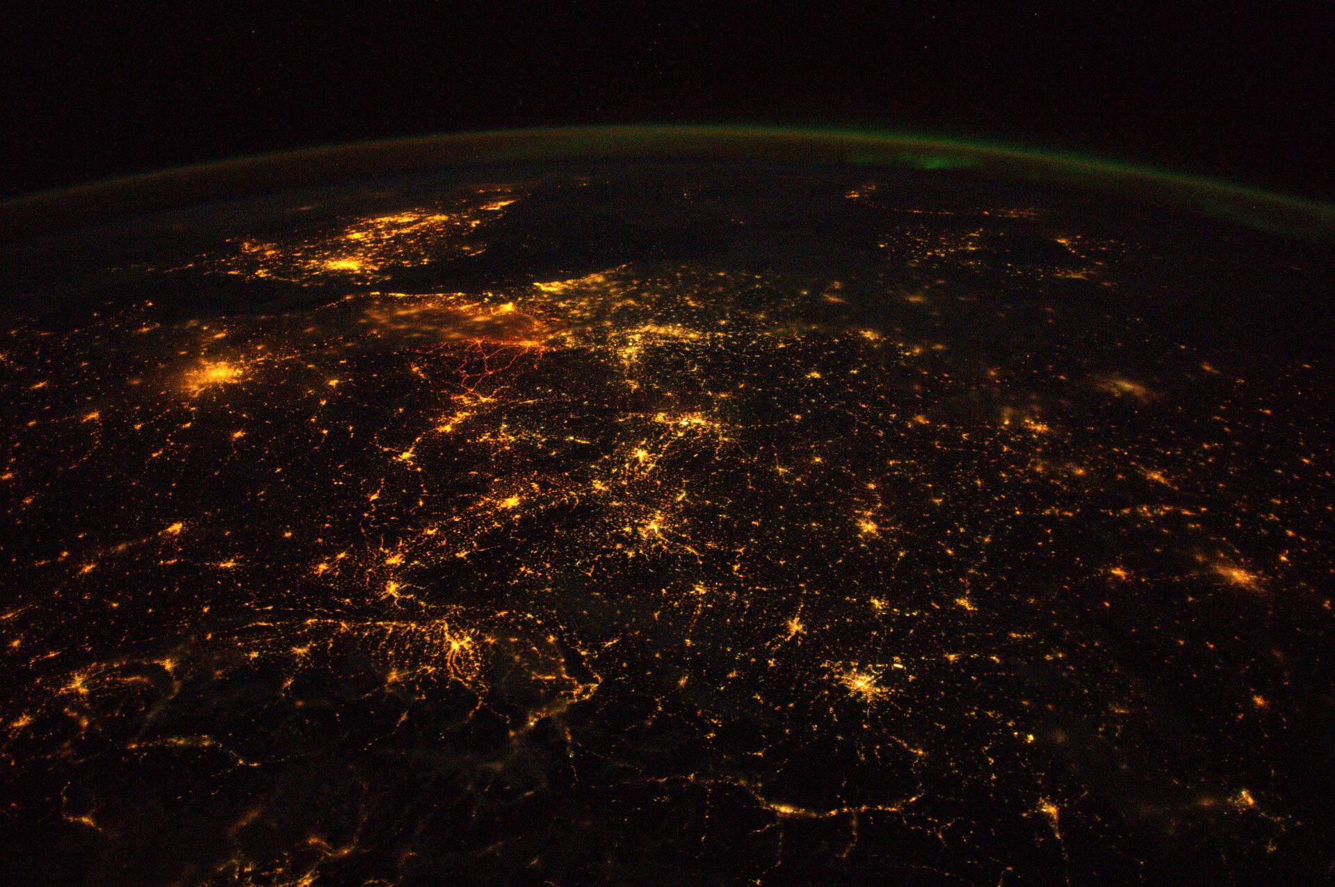 Europe_at_night_pillars